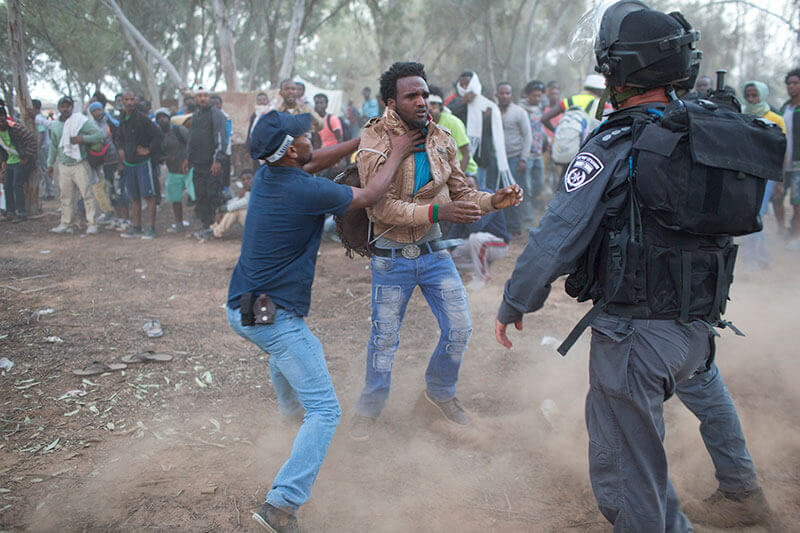 Israeli policemen and immigration officers arrest African asylum seekers near the Israeli Egyptian border,Israeli- Egyptian border, Israel, 29.6.2014