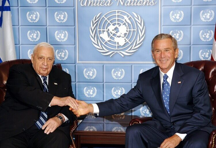 "P.M ARIEL SHARON MEETS WITH U.S PRESIDENT GEORGE W. BUSH ON THE SIDELINES OF THE 60TH SESSION OF THE UNITED NATIONS GENERAL ASSEMBLY IN NEW YORK. áé÷åø øàù äîîùìä àøé÷ ùøåï áàøä""á, ìøâì ôñâú øàùé äîãéðåú áòöøú äùéùéí ùì äàå""í, áðéå éåø÷. áöéìåí, ôâéùú øàù äîîùìä ùøåï òí ðùéà àøä""á â'åøâ' áåù äáï."
